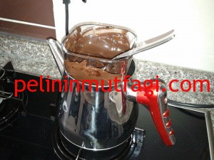 cilekli-cikolatali-ucgen-pasta-2-300x225